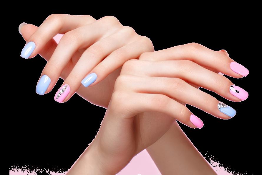 mani di donna con unghie corte colorate