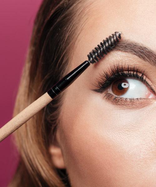 occhio di donna con ciglia lunghe