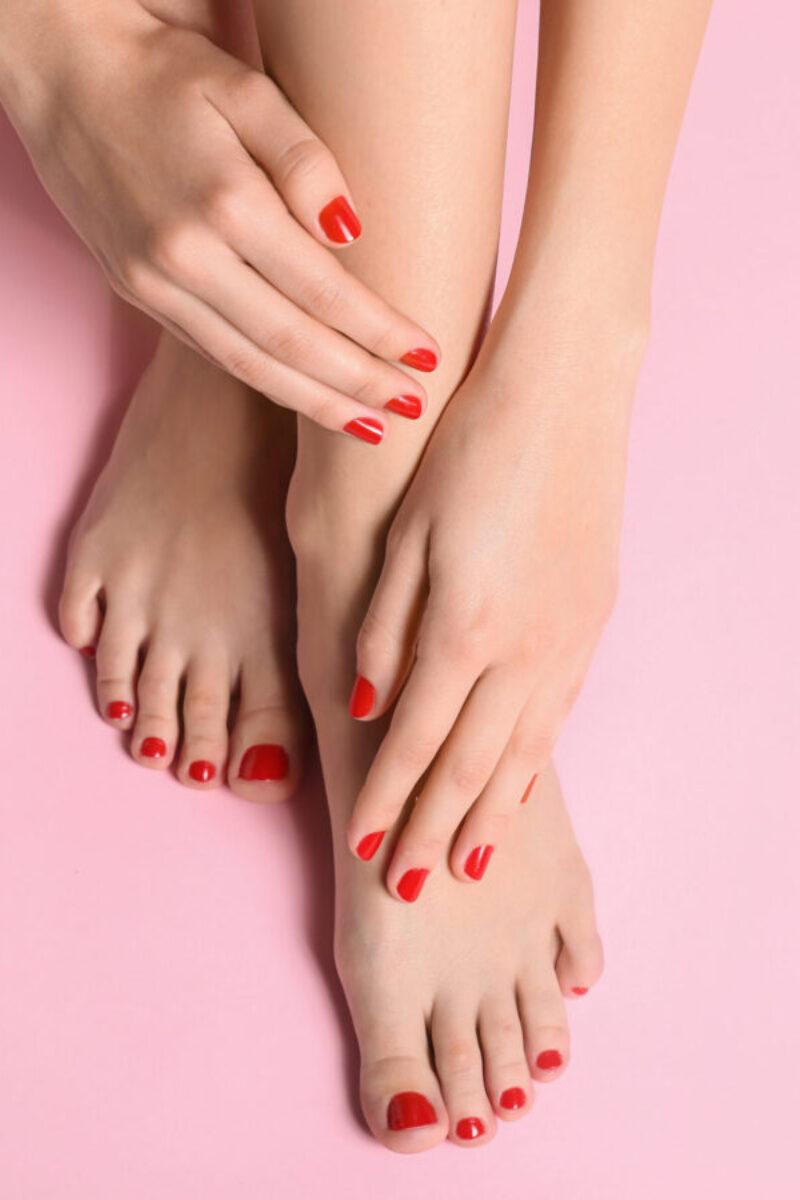 smalto classico su mani e piedi take your time olginate lecco manicure e pedicure