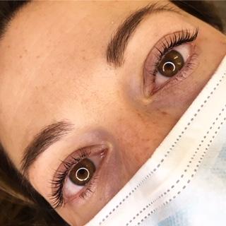 occhi e sopracciglia di donna
